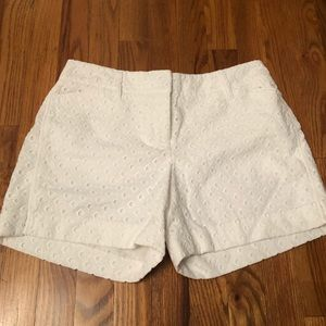 Low rise long white shorts for women